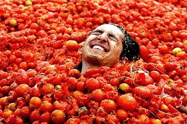 La Tomatina – the world's oldest food fight returns to Europa ...