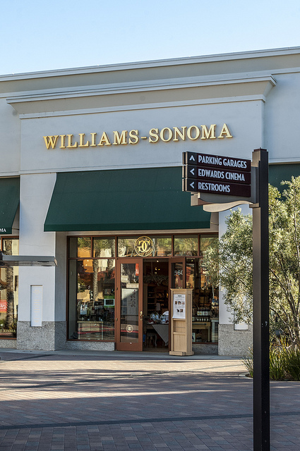 Williams Sonoma Promenade Temecula (c) Crispin Courtenay