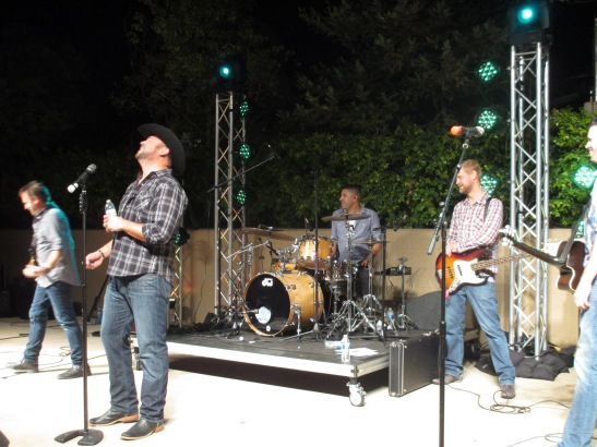Matt Rogers and band on Stage at South coast WInery Temeucla