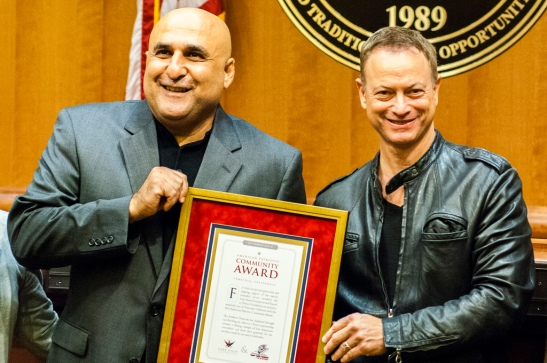 Mayor Mike Naggar, Gary Sinise with Temecula Patriotism Award (c) Crispin Courtenay