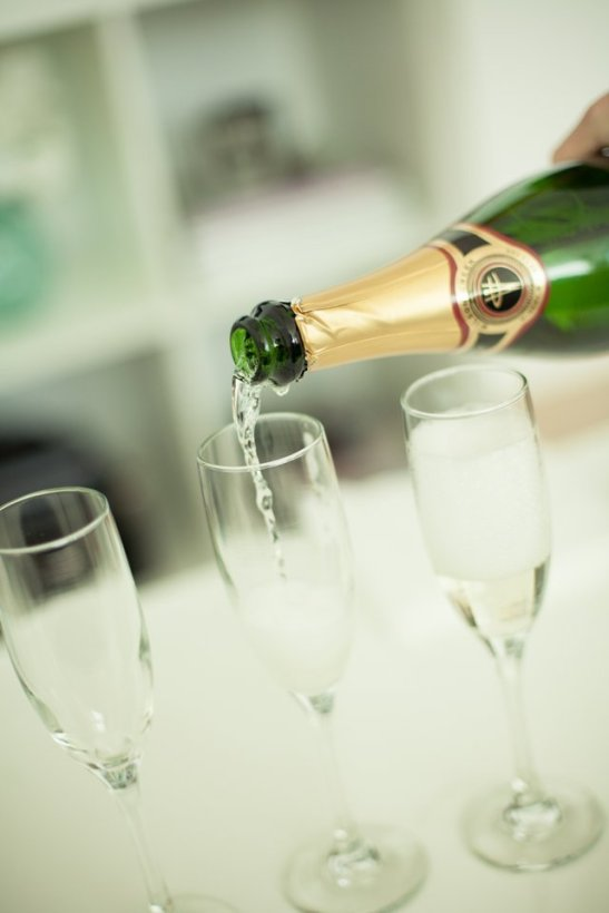 What feels more glamorous than champagne? Sparkling wine sets the tone (c) Ashley Bee Photography