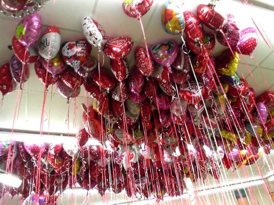Valentine Mylar Balloons (flickr, Jekemp)