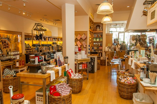 Inside Williams-Sonoma at Promenade Temecula (c) Crispin Courtenay