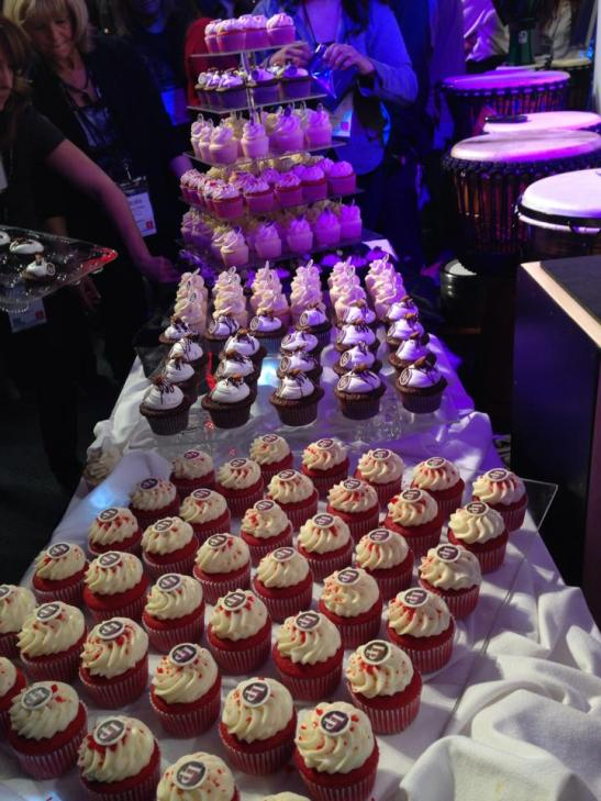 More fantastic cupcake displays by AJs Bakery and catering company, Temecula, Murrieta (courtesy)