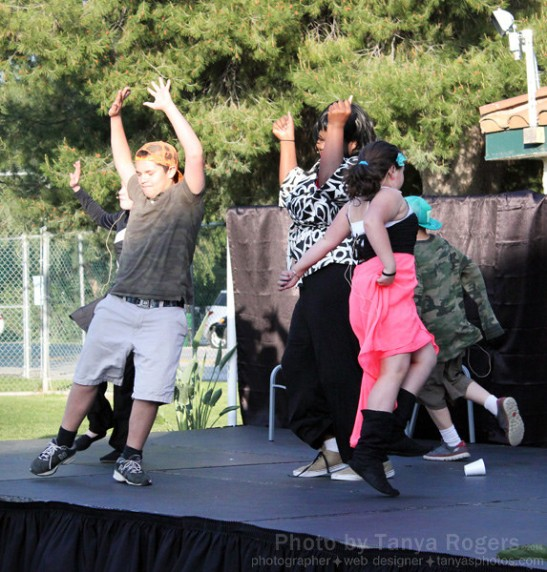 Oak Grove Center Students perform outdoors at An Evening Under the Oaks (c) Tanya Rogers